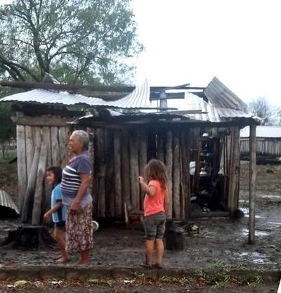 La lluvia llegó a Bahía Negra pero con vientos que dejaron damnificados