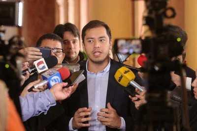 """Prieto compra motos obviando licitación y le """"llueven"""" criticas"""