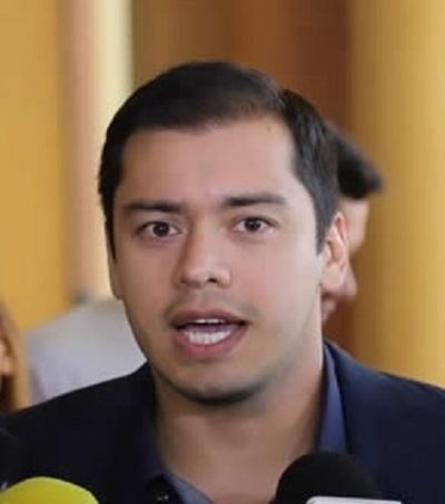 Prieto confirma reeleción