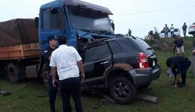 HOY / Mujer choca y muere: iba detrás  de ambulancia que llevaba a  su madre fallecida