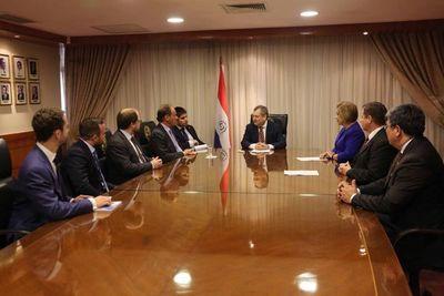 Presidente con secretario de Corte Permanente de Arbitraje