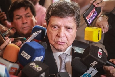 Ministro defiende despeje de rutas y afirma que aplicará la ley en todos los casos.