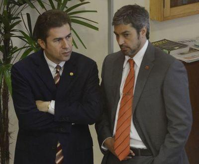 Informe del Congreso complica a Abdo y Velázquez y podrían reactivar juicio político