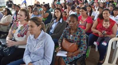 El CAH entregó aportes a mujeres emprendedoras de Curuguaty
