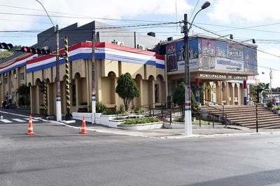 Funcionarios municipales de Lambaré denuncian tres meses de salarios impagos