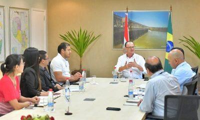 Prieto se reúne con director de Itaipú para coordinar acciones en favor del municipio