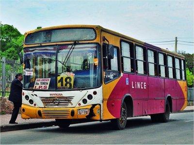 Sumarian a  empresas  de buses incendiados en plena circulación
