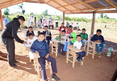 Hay millones para las escuelas indígenas, pero MEC no los usa