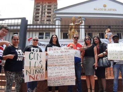 JEM suspende a los tres jueces que liberaron al ex policía abusador