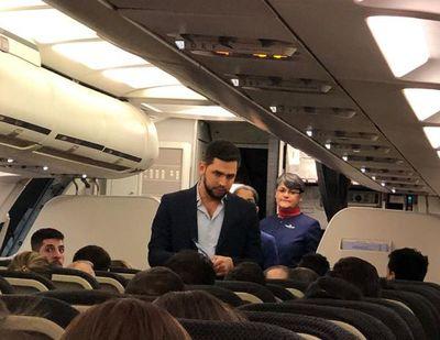 Pasajeros de un avión escrachan a Joselo Rodríguez