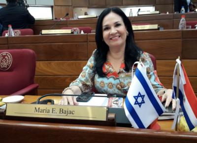 Gente del mismo sexo no puede ni debe adoptar niños, sostiene senadora Bajac