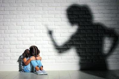 """""""Las nalgadas duelen, no educan"""". Campaña propone 'Relleno de amor' en vez de castigo a los hijos"""
