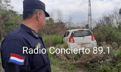 Delincuentes abandonan vehículo que robaron de radio