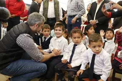 Ejecutivo impulsa mejoras edilicias en 64 escuelas de Paraguarí