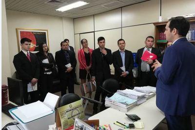Estudiantes de Nihon Gakko con juez de Niñez y Adolescencia