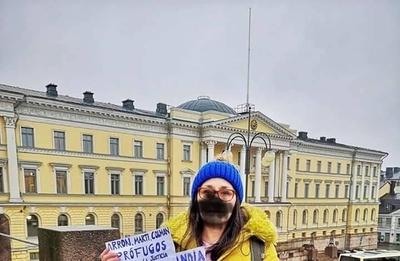 """HOY / """"Finlandia, no seas cómplice"""", la protesta de una paraguaya frente al Congreso finlandés"""