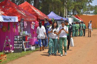 """Mucha gente llegó hasta el campo ferial de la """"Expo Guairá nos une"""""""