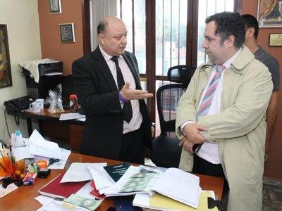 Fiscal involucrado en audios e imputado por coima, renuncia