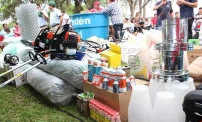 HOY / Gobierno entrega equipos e insumos como apoyo a la agricultura familiar en Paraguarí