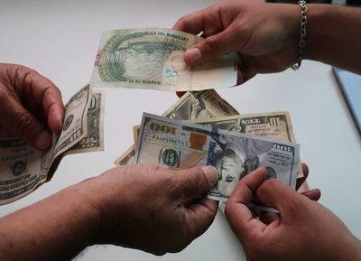 Solicitan al BCP intervenir con mayor fuerza ante suba del dólar