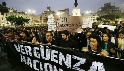 Perú: La Corte decidirá si acepta cierre del Congreso