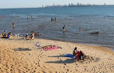 Playas de Encarnación con gran afluencia de público