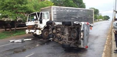 HOY / Grave accidente involucra a chofer ebrio del IPS y camioneta donde iba hijo de diputado