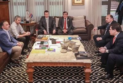 Premios de 800 millones por cobrar multas, irrita a la gente y desgasta al gobierno: dice que Abdo pidió correctivo