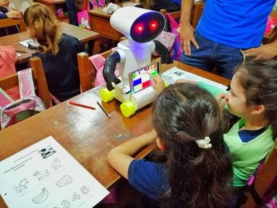 Kachibot, el robot que divierte y enseña guaraní