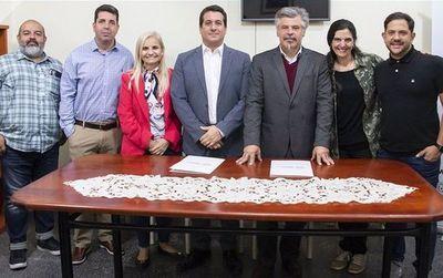 SENAD y HEi Films firman convenio para destacar labor contra las drogas en el país