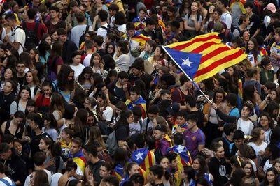Enorme manifestación en Cataluña contra condena a líderes independentistas