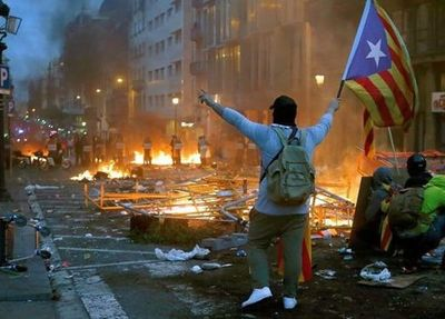 Disturbios tras enorme manifestación en Cataluña por condena a líderes independentistas