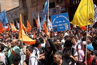 Los estudiantes marcharon para exigir mayor presupuesto para Educación
