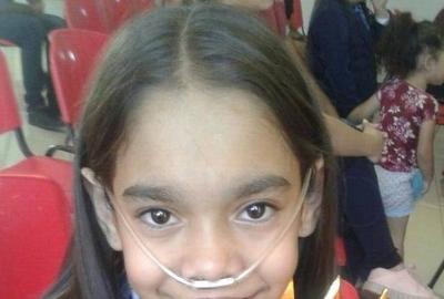 HOY / Apelan a la solidaridad para niña con fibrosis quística que necesita un chaleco masajeador