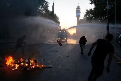 Piñera anuncia estado de emergencia en Chile y saca a los militares a la calle