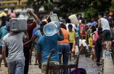 Gobierno de Maduro reconoce hundimiento continuado de la economía venezolana