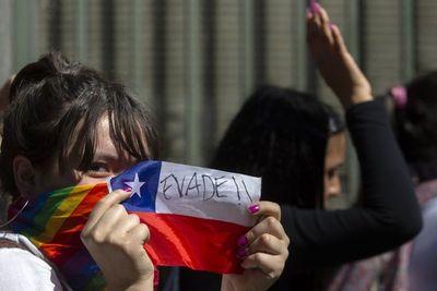 Santiago bajo estado de emergencia tras un viernes de furia