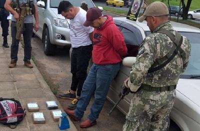 Detienen a dos personas con más de 4 kilos de cocaina en Luque