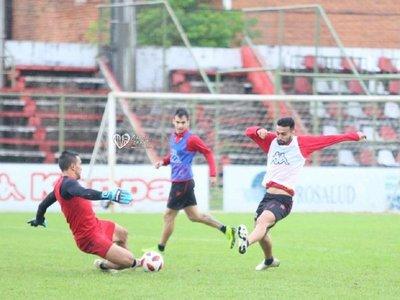 Con dudas en el ataque para medir a Cerro Porteño