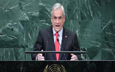 En medio de protestas, Piñera suspende suba de tarifa del metro