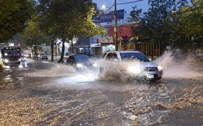 Meteorología mantiene alerta: prevén lluvias y tormentas hasta hoy