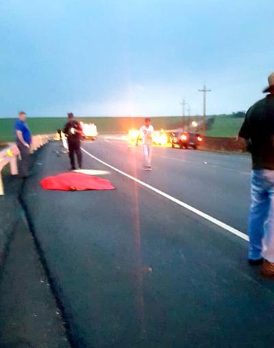 Motociclista choca contra baranda de protección y muere de forma instantánea