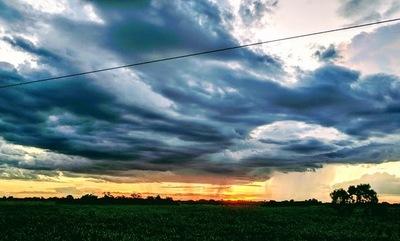 Lunes fresco a cálido con posibles lluvias y tormentas