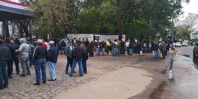 Trabajadores de la ANDE se manifiestan y rechazan recorte presupuestario