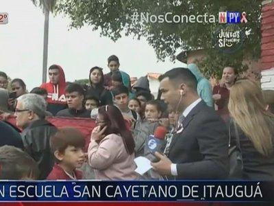 Alumnos toman colegio de Itauguá en rechazo a nueva directora