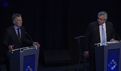 Macri y Fernández cruzan acusaciones de corrupción en debate en Argentina