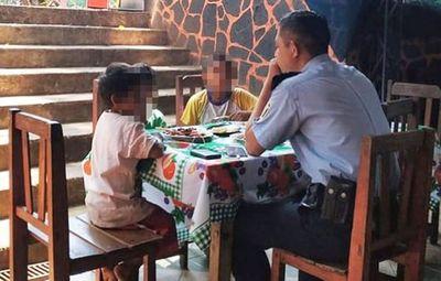 Policía invitó a comer a niños huérfanos y el caso se hizo viral