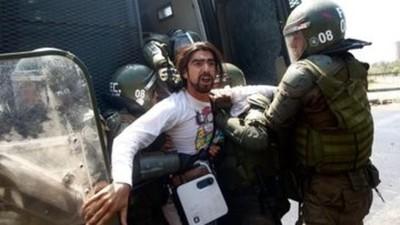 Las protestas en Chile continúan, pese a que el gobierno retrocedió con los reajustes
