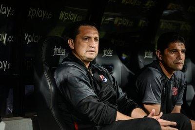 Aldo Bobadilla levanta al DIM
