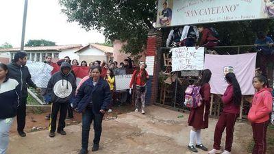 Apartan a docente y levantan toma de colegio en Itauguá